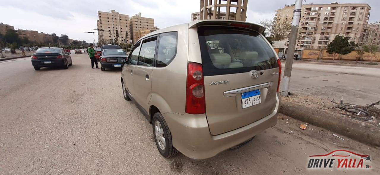 تويوتا افانزا  مستعملة للبيع فى مصر 2007