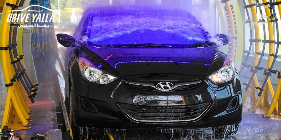 الطريقة الصحيحة لغسل السيارة للحفاظ على الطلاء الخاص بها